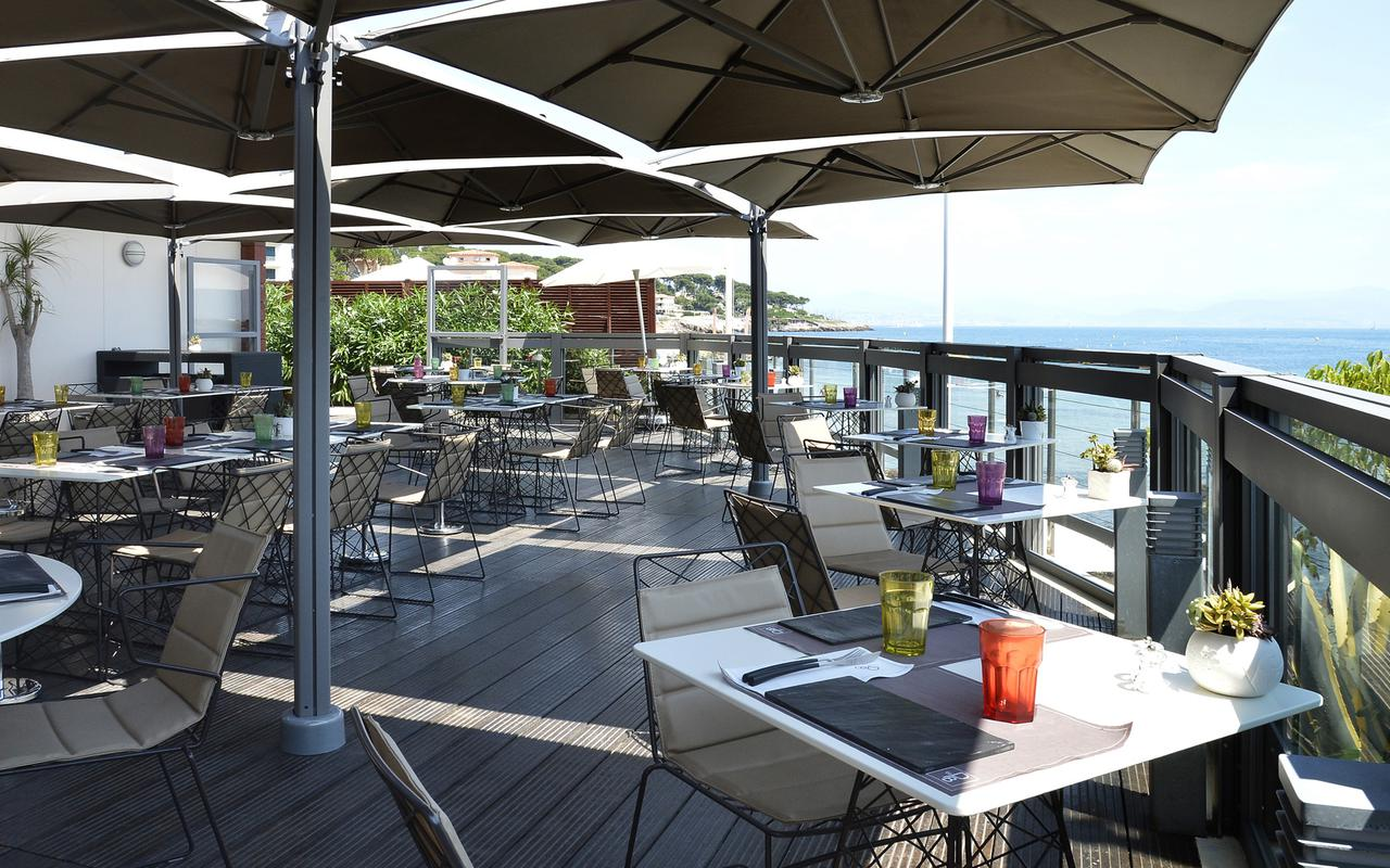 Restaurant terrace Pavillon Beach